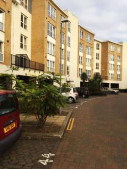 Flat To Let Admirals Way Gravesend Kent DA12