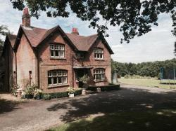 Detached House To Let Waddesdon Aylesbury Buckinghamshire HP18