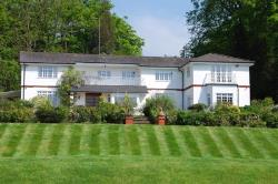 Detached House To Let Longcross Chertsey Surrey KT16