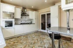 Detached House To Let  Rainham Essex RM13