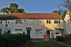 Terraced House To Let  Sunbury-on-thames Surrey TW16