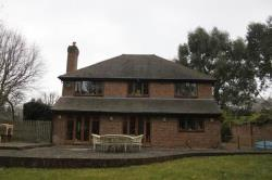 Detached House To Let  Haslemere Surrey GU27