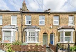 Terraced House To Let  London Greater London N11