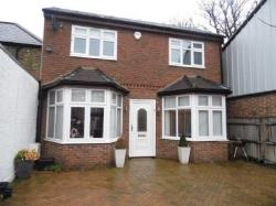 Detached House To Let  London Greater London N12