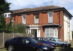 Flat To Let  Wolverhampton West Midlands WV14