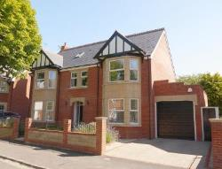 Detached House For Sale  Swindon Wiltshire SN1