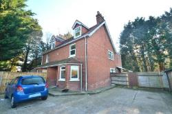 Semi Detached House To Let  Wokingham Berkshire RG41