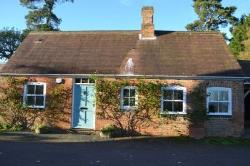 Detached House To Let  Aylesbury Buckinghamshire HP18