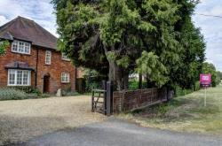 Detached House To Let  Princes Risborough Buckinghamshire HP27