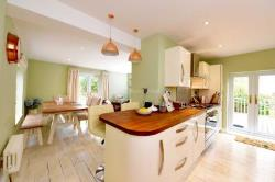 Terraced House To Let  Farnham Surrey GU9