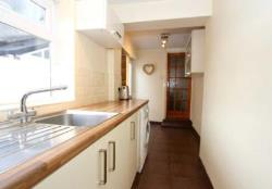Terraced House To Let  Cardiff Glamorgan CF11