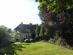 Detached House To Let  East Horsley Surrey KT11