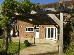 Detached House To Let  West Horsley Surrey KT24