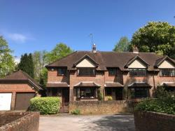Terraced House To Let  East Horsley Surrey KT24