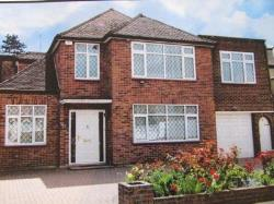 Detached House To Let  Stanmore Middlesex HA7