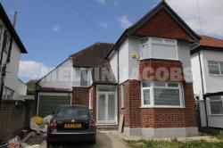 Detached House To Let  Edgware Middlesex HA8