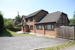 Detached House To Let  Bucklebury Berkshire RG7