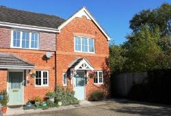 End Terrace House To Let  Lingfield Surrey RH7