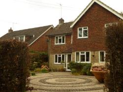 Detached House To Let  Farnham Surrey GU9
