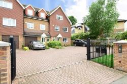 Terraced House To Let  Walton-On-Thames Surrey KT12