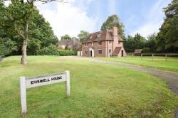 Detached House To Let  Walton-On-Thames Surrey KT12