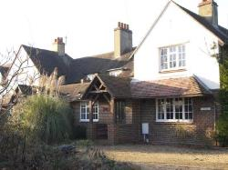 Terraced House To Let  Surrey Surrey GU23