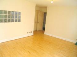 Flat To Let  Nr Hanwell Middlesex UB2