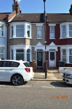 Terraced House To Let  Wood Green Greater London N22