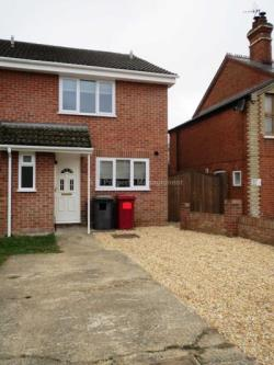Semi Detached House To Let  Reading Berkshire RG31