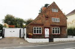 Detached House For Sale  Sittingbourne Kent ME9