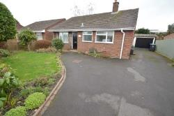 Detached House To Let  Chertsey Surrey KT16