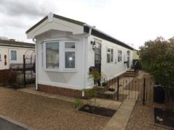 Mobile Home For Sale  Chertsey Surrey KT16