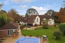 Detached House To Let  Woldingham Surrey CR3