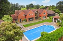 Detached House To Let  Loxwood West Sussex RH14