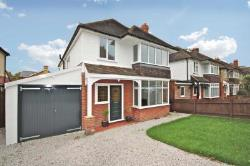 Detached House To Let  Farnborough Hampshire GU14