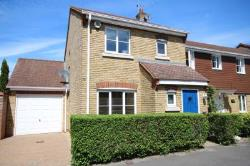 Semi Detached House To Let  Fleet Hampshire GU51