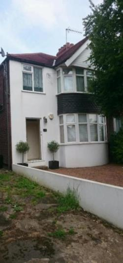 Flat To Let  Perivale Middlesex UB6