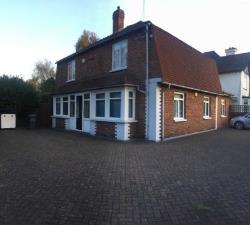 Detached House To Let  Uxbridge Middlesex UB8