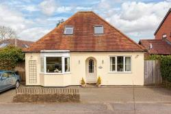 Detached Bungalow To Let  Berkhamsted Hertfordshire HP4