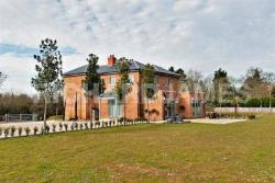 Detached House To Let   Hertfordshire WD7