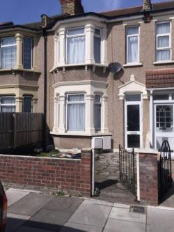 Terraced House To Let  London Essex IG1