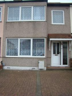 Terraced House To Let  Romford Essex RM5