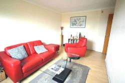 Terraced House To Let  London Greater London E14