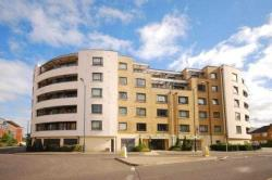 Flat To Let   Surrey GU21