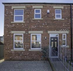 Semi Detached House To Let  Dewsbury West Yorkshire WF12