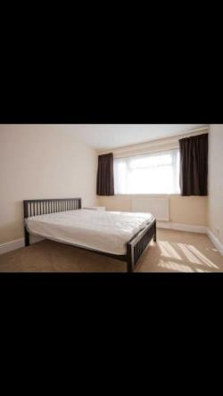 Room To Let  Ilford Essex IG6