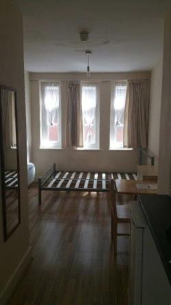Flat To Let  Enfield Essex EN2