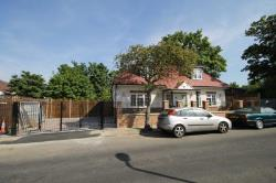 Detached House For Sale  Mitcham Surrey CR4