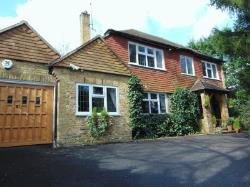 Detached House To Let  Coulsdon Surrey CR5