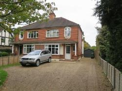 Detached House To Let  Horley Surrey RH6